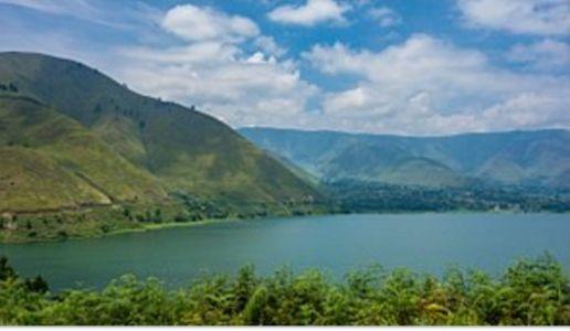 Pemandangan Danau Toba dan Pulau Samosir.Sumber gambar: ( indonesia.travel)