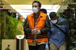 Image caption - Wakil Ketua DPR Azis Syamsuddin ditahan usai diperiksa di Gedung Merah Putih KPK, Jakarta, Sabtu (25/9/21) - nasional.kompas.com