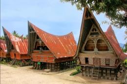 Rumah yang ada di Desa Tomok. Gambar dari Indonesia.Travel