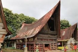 Rumah adat Nagari di Pulau Sibandang yang menarik untuk di kunjungi |ilustrasi : travel.kompas.com