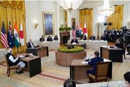 Pertemuan Presiden AS, PM India, PM Jepang, dan PM Australia dalam agenda pembahasan kerja sama negara-negara QUAD, Jumat (24/9/2021). Foto: AP Photo/Evan Vucci via Kompas.id