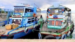 Kapal motor yang sedang bersandar di Pelabuhan Onan Runggu, sebagai transportasi sehari-hari masyarakat di Danau Toba (Dokumentasi pribadi)