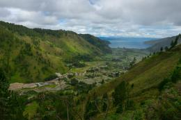 Bakkara, desa di Kabupaten Humbang Hasundutan di tepi Danau Toba. (Sumber foto: Indonesia Travel.)