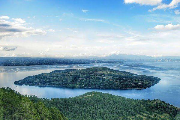 Pulau Sibandang ditengah danau Toba | ilustrasi : idntimes.com