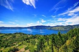 Panorama Danau Toba, Sumatera Utara (sumber : dok. Instagram @disparkabsamosir via kompas.com)