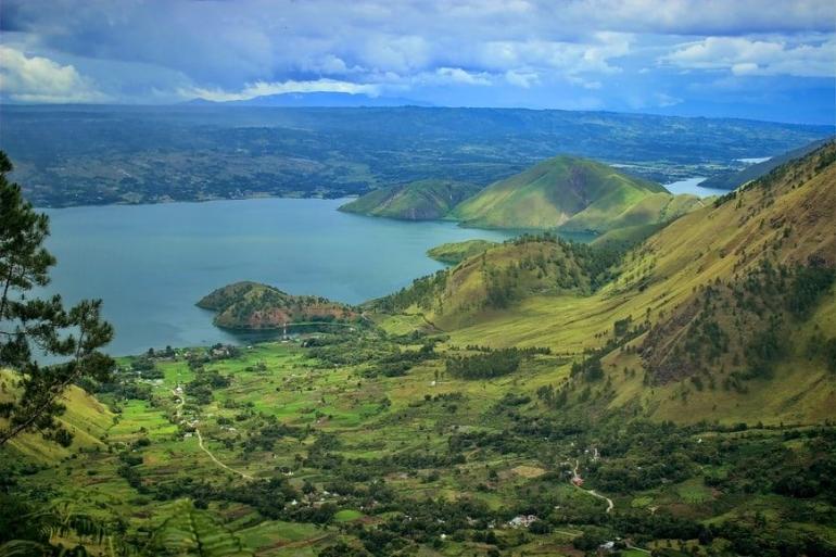 Keindahan Danau Toba. Gambar oleh @irfnrdh dari unplash.com