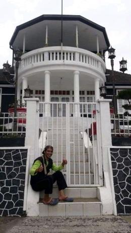 Rumah pengasingan Bung Karno, H. Agus Salim dan St. Syahrir di Parapat, Danau Toba. (Dokpri)