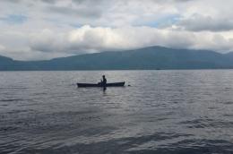 Foto Bersampan di Danau Toba (Sumber : dokumen pribadi)