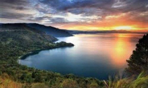 Danau Toba, gambar diambil dari wowshack.com