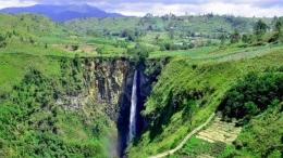 Air terjun Sipiso-piso di Desa Tongging yang