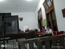 Adv. Darius, SH Partners Togar Situmorang Lawfirm Jakarta dan Adv. Romi, SH Partners TS Lawfirm Bandung dalam ruang Sidang di PN Bandung