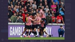 Para pemain Brentford merayakan gol ke gawang Liverpool /Twitter Premier League
