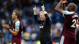 West Ham United merayakan kemenangan atas Leeds United. (via ca.movies.yahoo.com)