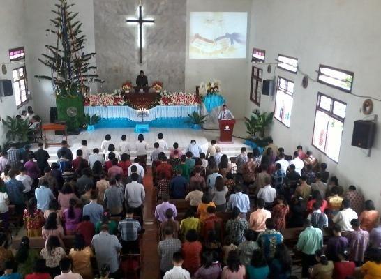 Sedang beribadah | Sumber : trikriau.com