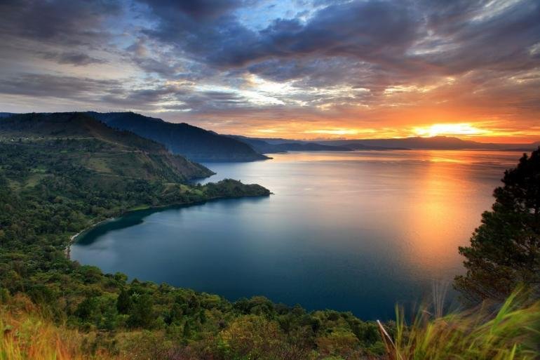 Ilustrasi lanskap Danau Toba. (Foto: Shutterstock/franshendrik Tambunan )