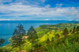 Pegunungan Simarjarunjung, Danau Toba. Sumber: Indonesia.Travel