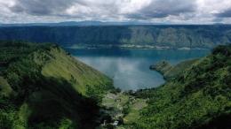 danau Toba dari Sigapitan AFP/Goh Chai Hin
