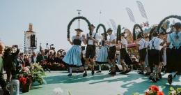 Salah satu atraksi budaya di Oktoberfest. Sumber: Anette Gottlicher / www.oktoberfest.de