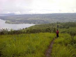 Danau Toba Dilihat dari Tanjakan Menuju Gunung Pusuk Buhit. Dokpri