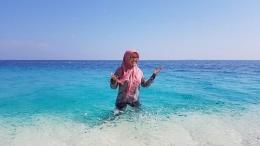 Bermain air di Pulau Kodingareng Keke (Dokumentasi Pribadi)