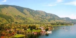 Panaroma Danau Toba dengan aktivitas KJA ikan I Kompas