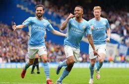 Gabriel Jesus (tengah) merayakan gol ke gawang Chelsea, Sabtu (25/9/2021) malam WIB: Dailymail.co.uk