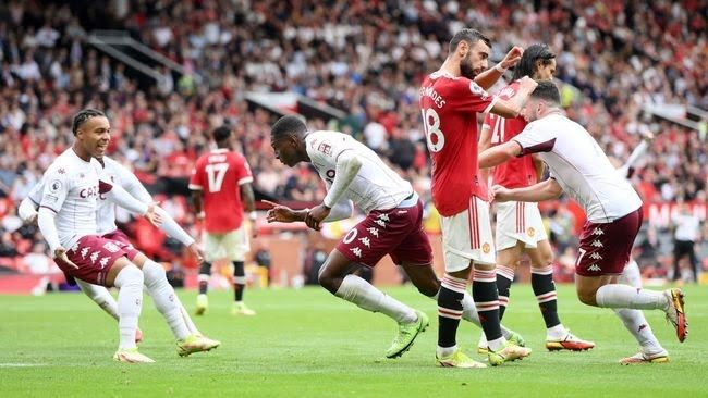 Para pemain Aston Villa merayakan kemenangan atas Manchester United Foto:Laurence Griffiths/Getty Images