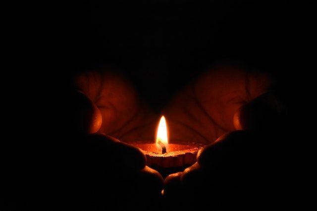 Cahaya Lilin (Foto oleh Dhivakaran S dari Pexels)