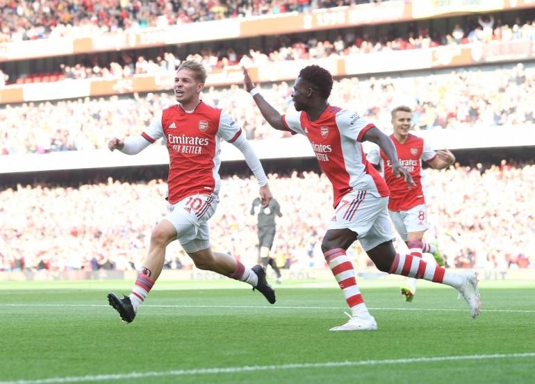 Emile Smith Rowe buka keunggulan untuk Arsenal. (twiter.com/Arsenal)
