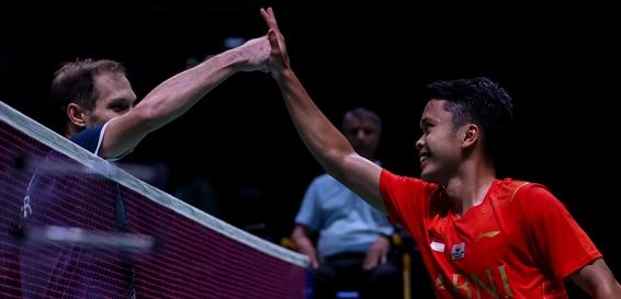 Tunggal putra Indonesia, Anthony Ginting (kanan) membuka kemenangan Indonesia atas Rusia di Piala Sudirman tadi malam/badmintonindonesia.org