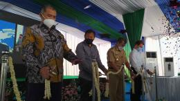 Pengguntingan pita peresmian pembukaan peternakan GPS di Giriwoyo, Wonogiri, Senin (27/9). Dok. Ludhy Cahyana