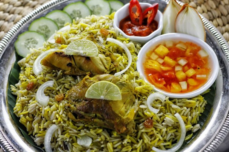 Ilustrasi nasi mandhi khas Timur Tengah. (sumber: Shutterstock/ChallyaCapture via kompas.com)