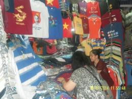 sedang berbelanja di pasar Ben Thanh(dok pribadi)