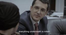 Menteri kesehatan yang baru pusing memikirkan kasus korupsi yang menahun di bidang yang dipimpinnya   Sumber gambar: Magnolia Pictures via IMDb