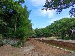 Pembangunan pedestrian di Zona Inti kawasan Benteng Somba Opu, selokannya akan menjadi bak penampungan air yang merendam bekas dinding Benteng Somba Opu yang telah berusia lebih 3 abad/Ft: Mahaji Noesa