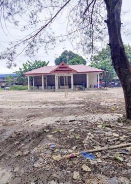 Plaza Kuliner Benteng Somba Opu dibangun Pemprov Sulsel di sekitar jembatan masuk Kawasan Benteng Somba Opu sejak dua tahun lalu hingga kini terlantar tidak pernah dimanfaatkan/Ft: Mahaji Noesa