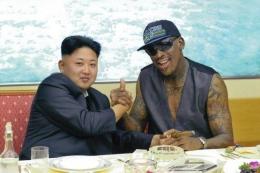 Pemimpin Korea Utara Kim Jong-Un dan mantan bintang NBA Dennis Rodman(RODONG SINMUN/EPA)