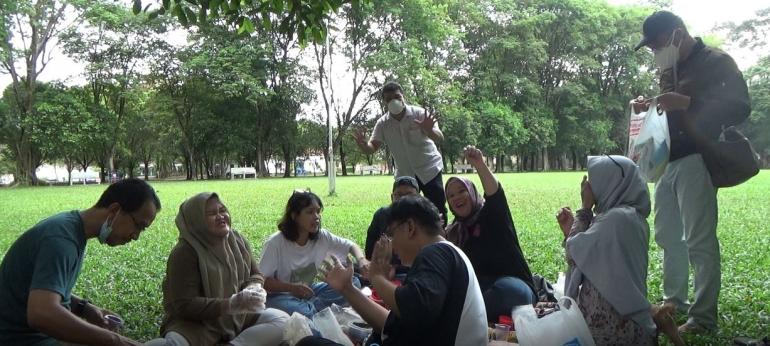 Piknik di lapangan IBA (dok.pri)