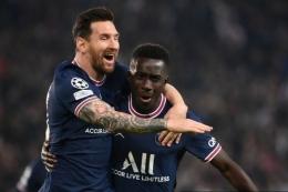 Lionel Messi berhasil menjadi salah satu aktor penting kemenangan PSG kontra Manchester City. Foto: Franck Fife/AFP via Kompas.com