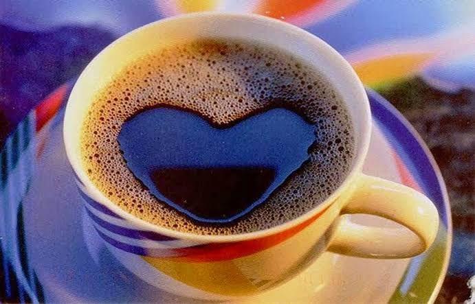 Secangkir kopi hangat di pagi hari | ilustrasi: sastrananta.com