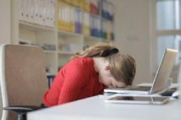 Ilustrasi anak tertidur saat belajar daring, foto pixel via suara.com