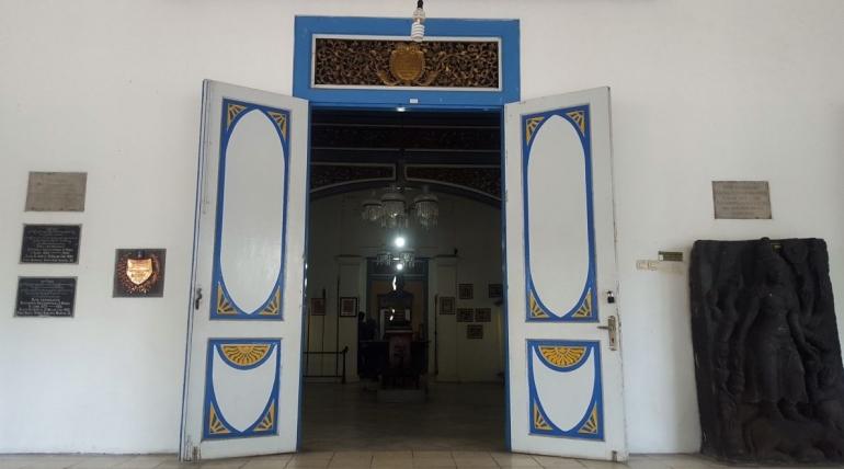 Pintu masuk Museum Radya Pustaka (dok.pribadi).