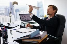 Ilustrasi pekerja yang kurang fokus pada pekerjaannya. Bisa jadi karena menduakan pekerjaannya  Foto: Thinkstockphotos.com/lifestyle.kompas.com