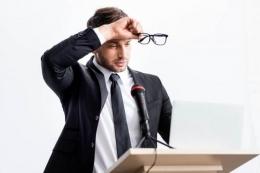 Ilustrasi Glossophobia, perasaan cemas dan gugup saat berbicara di depan orang banyak.   Sumber: Shutterstock via Kompas.com