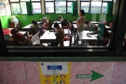Uji coba pembelajaran tatap muka (PTM) tahap 2 di SDN Kebayoran Lama Selatan 17 Pagi, Jakarta, Rabu (9/6/2021).  Sumber: ANTARA FOTO/Hafidz Mubarak A/foc.