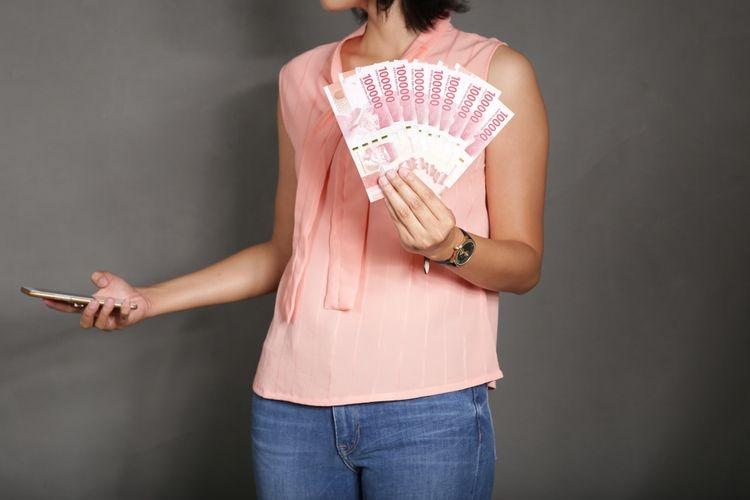 Ilustrasi pinjaman online. (Sumber: Shutterstock/Melimey via kompas.com)