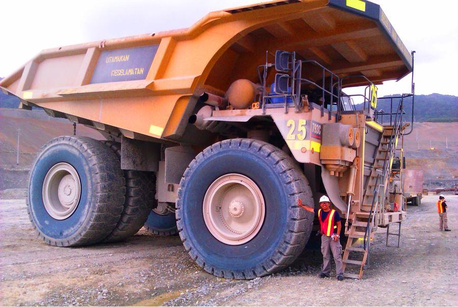 Batu Hijau - Monster Truck