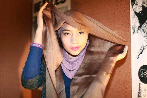 Yuna Zarai go internasional dengan jilbab [gambar:beutyandthefeastblog.com