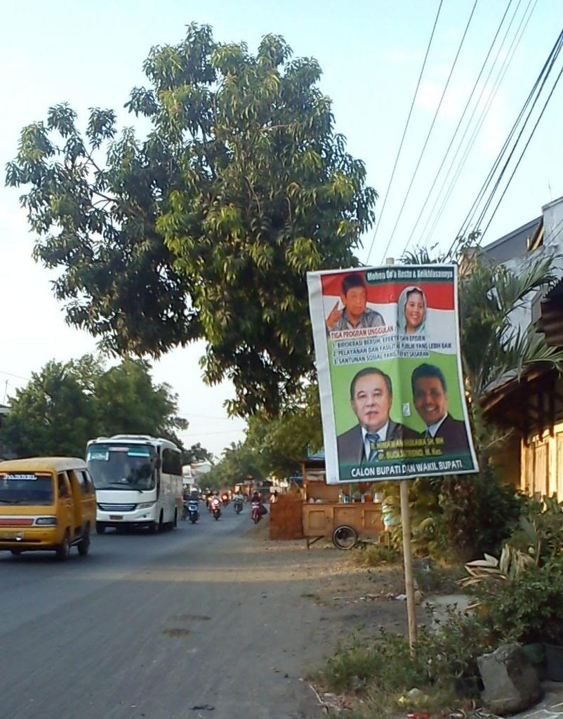 Spanduk kampanye Himawan ada foto Gusdurnya