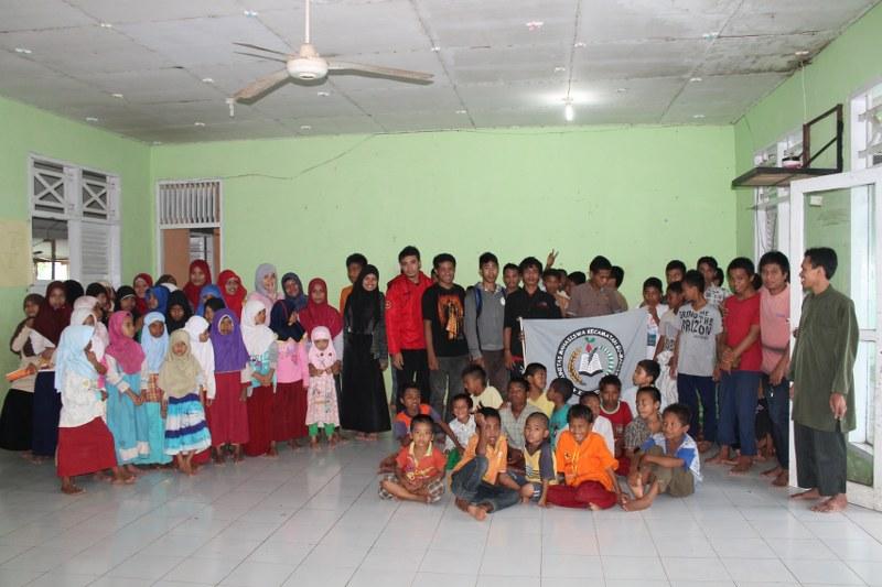 Foto Bersama Penghuni Panti Asuhan & Anggota KAMAKESA